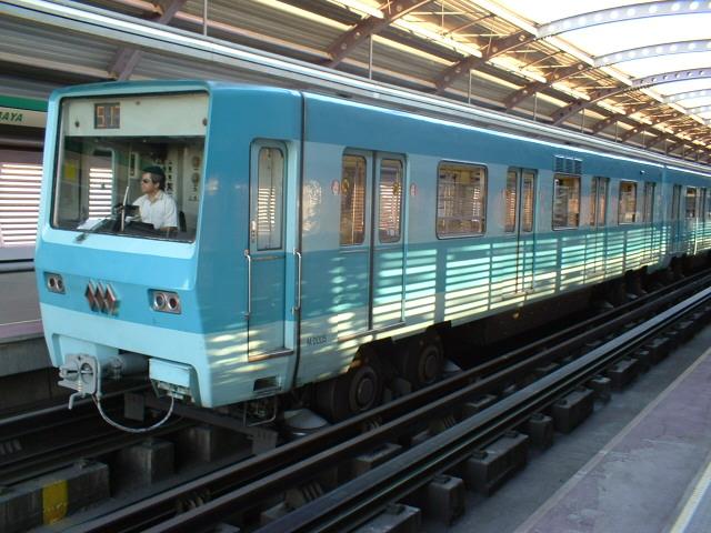 NS-74 del metro de Santiago, en servicio desde 1975, en Rodrigo de Araya. Foto: Miguel Bustos.