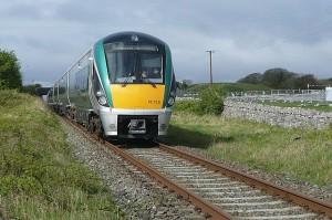 InterCity de Iarnród Éireann prestado con una UTD 22000 entre Galway y Dublín. Foto: Graham Horn