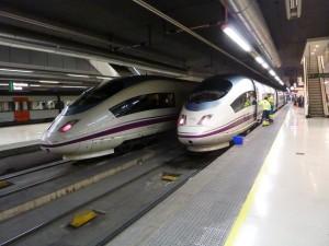 103-022 y 103-011 en Barcelona Sants. Foto: Miguel Bustos.