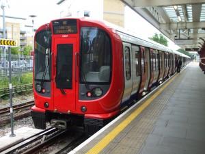 Tren de la serie S del metro de Londres en Watford. Foto: Sunil060902.
