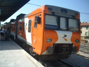 Tren de Media Distancia 592-200 en Cuenca, línea cuya continuidad ha estado bajo amenaza. Foto: Miguel Bustos.