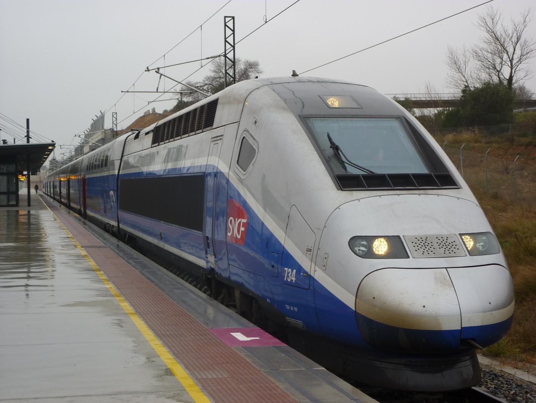 TGV Dúplex Daisy 734 de la SNCF en Figueres Vilafant, estación de Adif. Foto: Miguel Bustos.