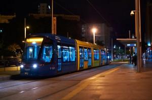 Composición Citadis prestando un servicio nocturno. Foto cortesía de © Tranvía de Tenerife.