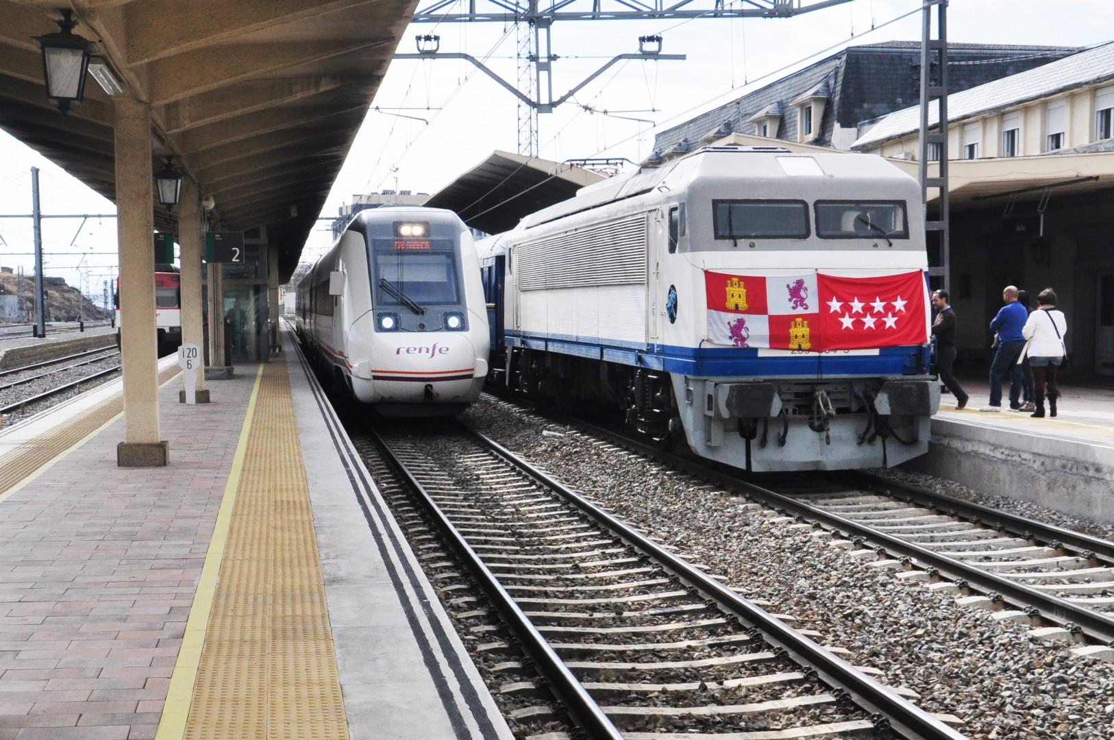 Es el segundo año que la AAFM fleta el Tren de los 80 con destino a las fiestas de Ávila.