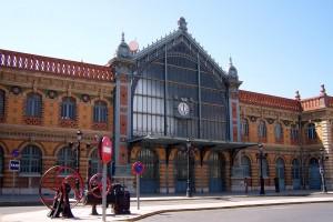 La estación de ferrocarril de Almería está completamente abandonada.
