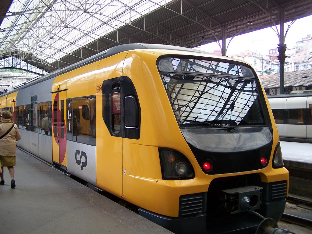 desde el 1 de febrero CP cobra en los trenes de Oporto cada pieza de equipaje