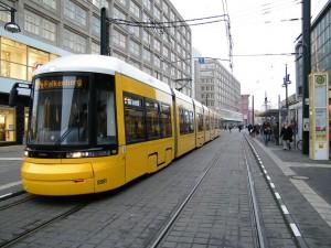 Tranvía moderno Flexity de Bombardier en Berlín. Foto: kaffeeinstein