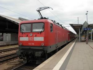 Locomotora eléctrica de la DB 112 110, con un Regional Express en Frankfurt (Oder). Foto: Miguel Bustos.