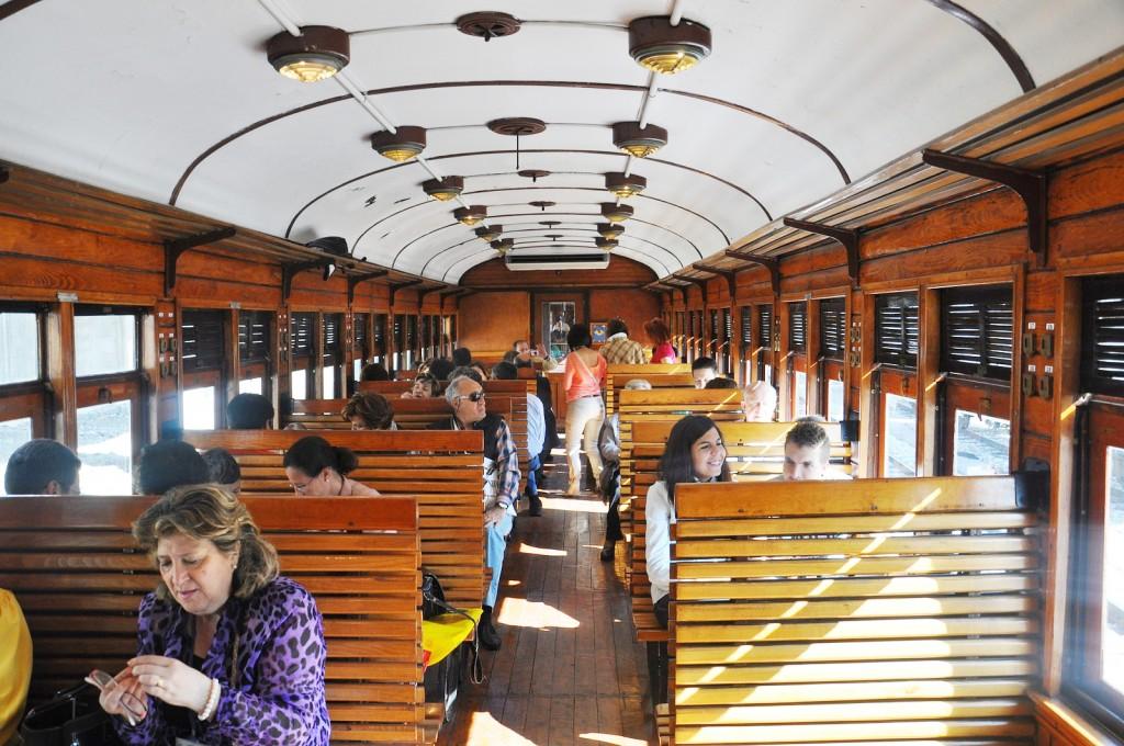 Interior del Tren de la Fresa que el sábado inicia su temporada 2014. Foto: Miguel Bustos para Ferro Raíl..