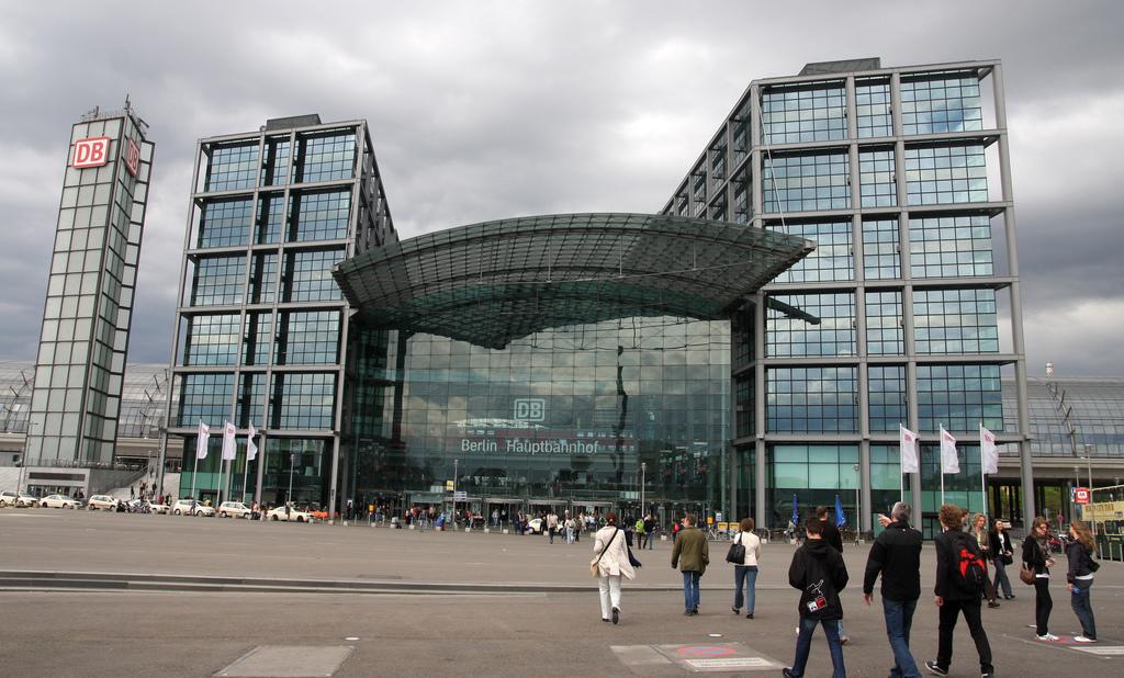 La Estación Central de Berlín es un impresionante edificio acristalado.
