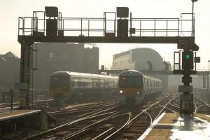 La renacionalización sería un cambio sustancial del sistema ferroviario británico actual.