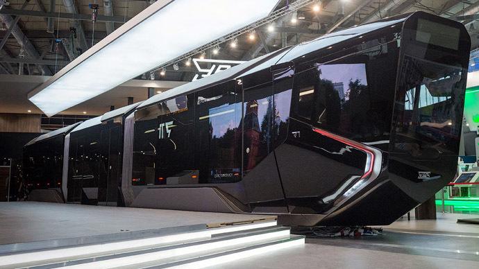 El Russia One llama la atención por su diseño futurista.