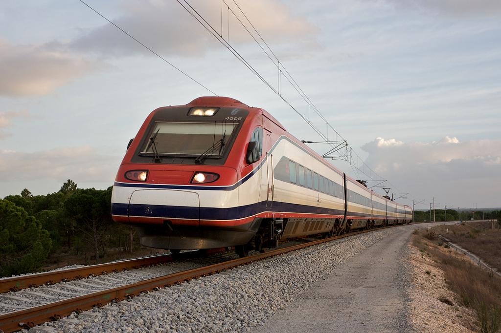 El Portugal Rail Pass de CP se ofrece como solución a los turistas extranjeros que quieran conocer a fondo el país luso por un precio razonable.