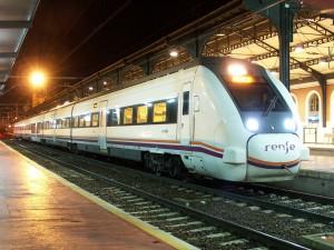 Aunque la tendencia de Renfe es positiva para 2015, la operadora mantendrá las pérdidas.