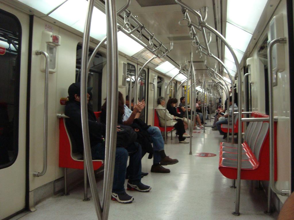 Santiago de Chile se lleva casi toda la inversión del Plan de Transporte Urbano del país. Foto: Karin Lizana.