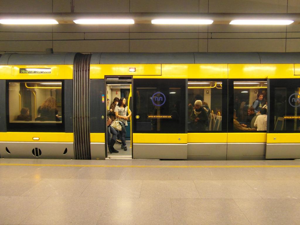 El proyecto Move Porto ha tenido muy buena acogida entre los usuarios del metro de la ciudad.