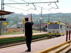 Uno de los agentes más conoocidos del personal ferroviario es el Jefe de circulación, anteriormente conocido como el Jefe de estación. Foto: jlmaral.