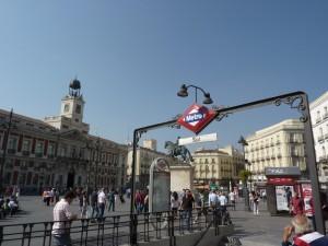Un empleado de Metro de Madrid ya ha sido expedientado por la nota en la que se pedía especial revisión a músicos, mendigos y gays en la línea 2. Foto: Ferro435.