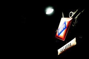 Paradas de metro como La Latina descubren el significado de su nombre en la nueva campaña de la empresa. Foto: Brian.