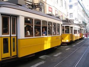 Los tranvías de Lisboa y Oporto (sobre todos los clásicos) son considerados medios de transporte más específicos de los turistas. Foto: Joao Rei.