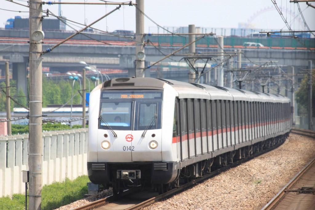 Composición de la serie AC06 del metro de Shangai, el más grande de los metros más grandes del mundo, en la línea 1. Foto: Jucember.