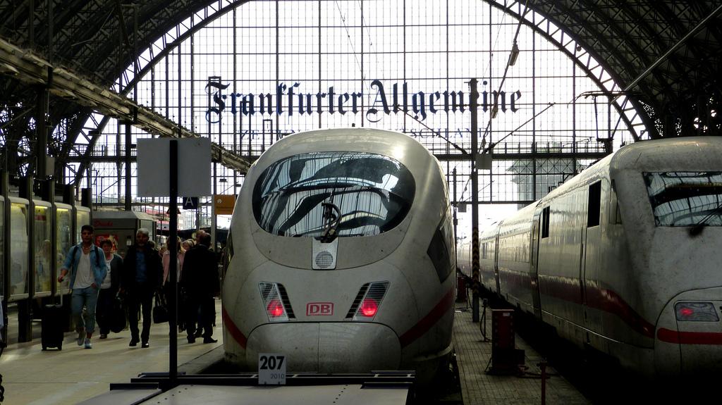 El nuevo depósito sin emisiones de DB se utilizará en el mantenimiento de los trenes ICE. Foto: Mariano Mantel.