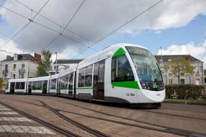 Tranvía Urbos 3 en la ciudad francesa de Nantes. Foto cortesía de CAF.