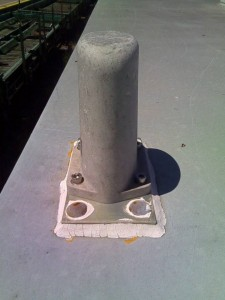 Antena de un Puesto Móvil de Radio con la que se comunica directamente el PFR. Foto: Javier Díaz.