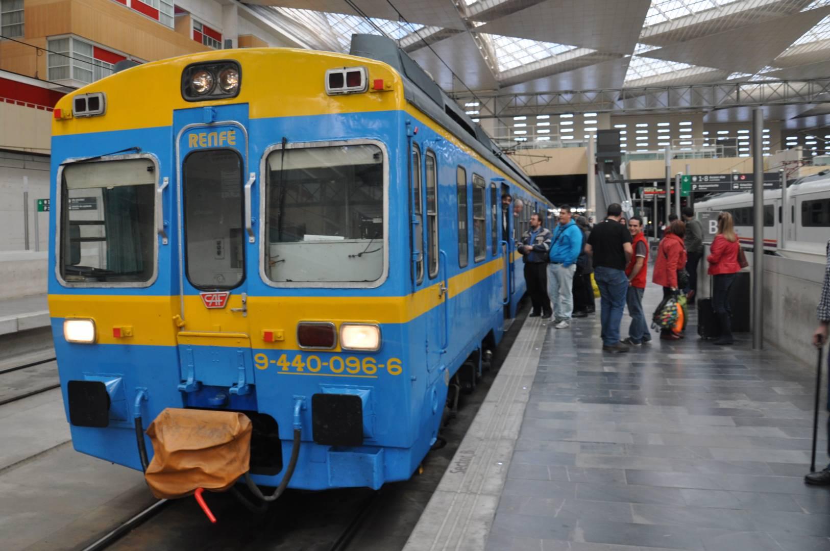 El tren histórico que realizará el viaje a Sigüenza, estacionado en Zaragoza-Delicias.