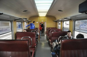 Interior de la 440-096, con sus asientos sky, custodiada por la AAFM.