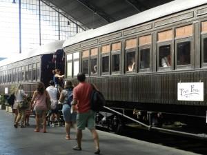 Viajeros subiendo al Tren de la Fresa 2015 en Delicias. Foto facilitada por el Museo del Ferrocarril de Madrid.