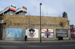 Caminando por Shoreditch puedes encontrar algunos trenes del metro de Londres ahora usados de un modo bien diverso. Foto: RJ.