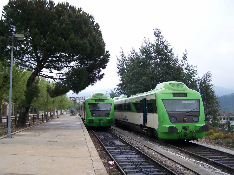 Dos automotores Allan en la estación de Serpins, del ramal de Lousa. Foto: Jcornelius.