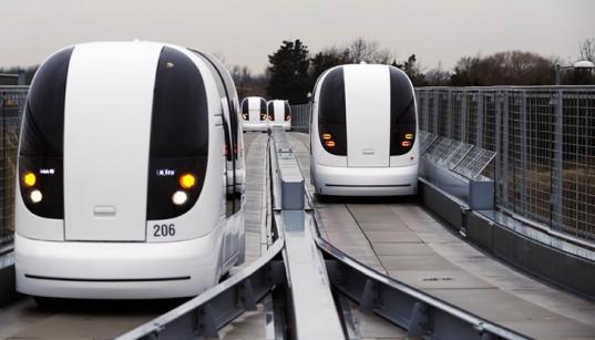 Los trenes eléctricos de Heathrow parecen llegarod del futuro. Foto: Taringa.