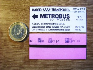 La exposición recoge los 150 años de historia del billete de transporte en Madrid. Foto: Mdiagon.