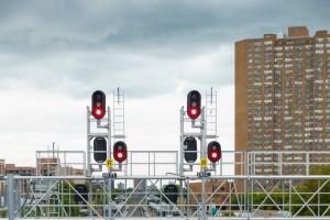 Cuando los trenes se paran en medio de la nada suele deberse a una señal en rojo. A continuación, los motivos por los que suele darse. Foto: Gary J. Wood.