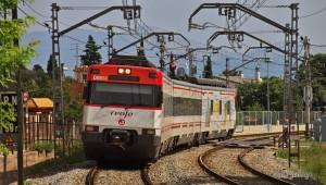 La 447-043 llegando a Figueras con un servicio Sunrail. Foto: Jordi Verdugo.