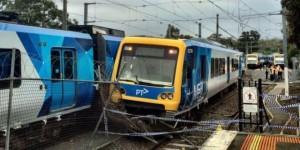 Imagen del tren robado y descarrilado en Melbourne. Foto: Kanzhongguo.