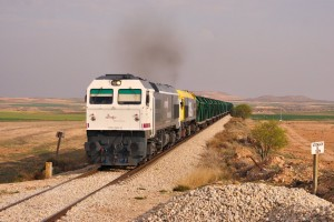Locomotoras diésel de la serie 319 emitiendo notablemente gases de efecto invernadero a la atmósfera. Foto: eldelinux.