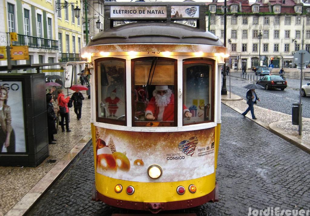 El Tranvía de los sueños es la iniciativa de este año, pero los vehículos de Carris preparan acciones especiales cada Navidad. Foto: Jordi E.