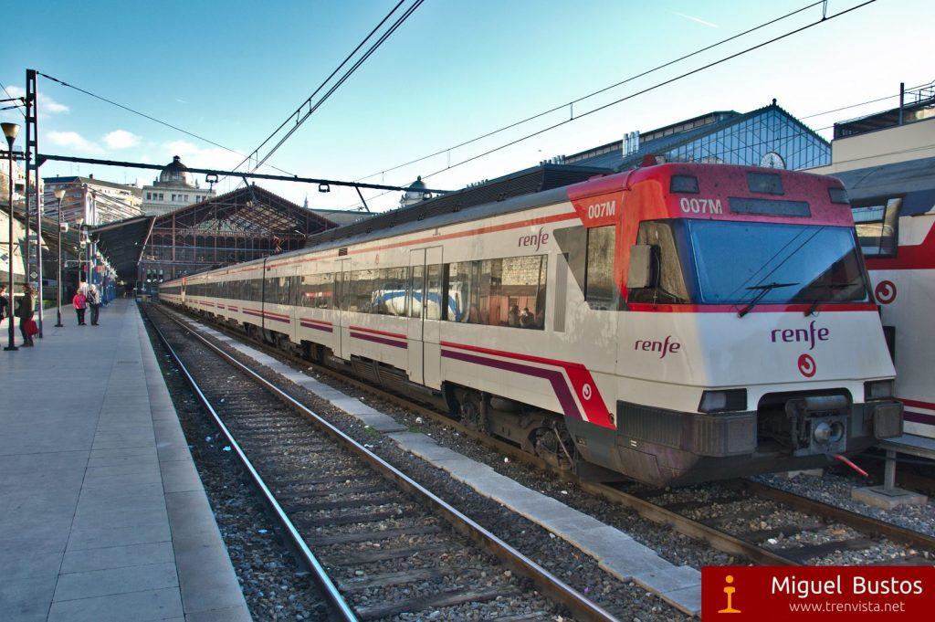 UT 446-004 estacionada en Príncipe Pío. Este será uno de los trenes que se van a dar de baja con el Plan Integral de Mejora de Cercanías Madrid.