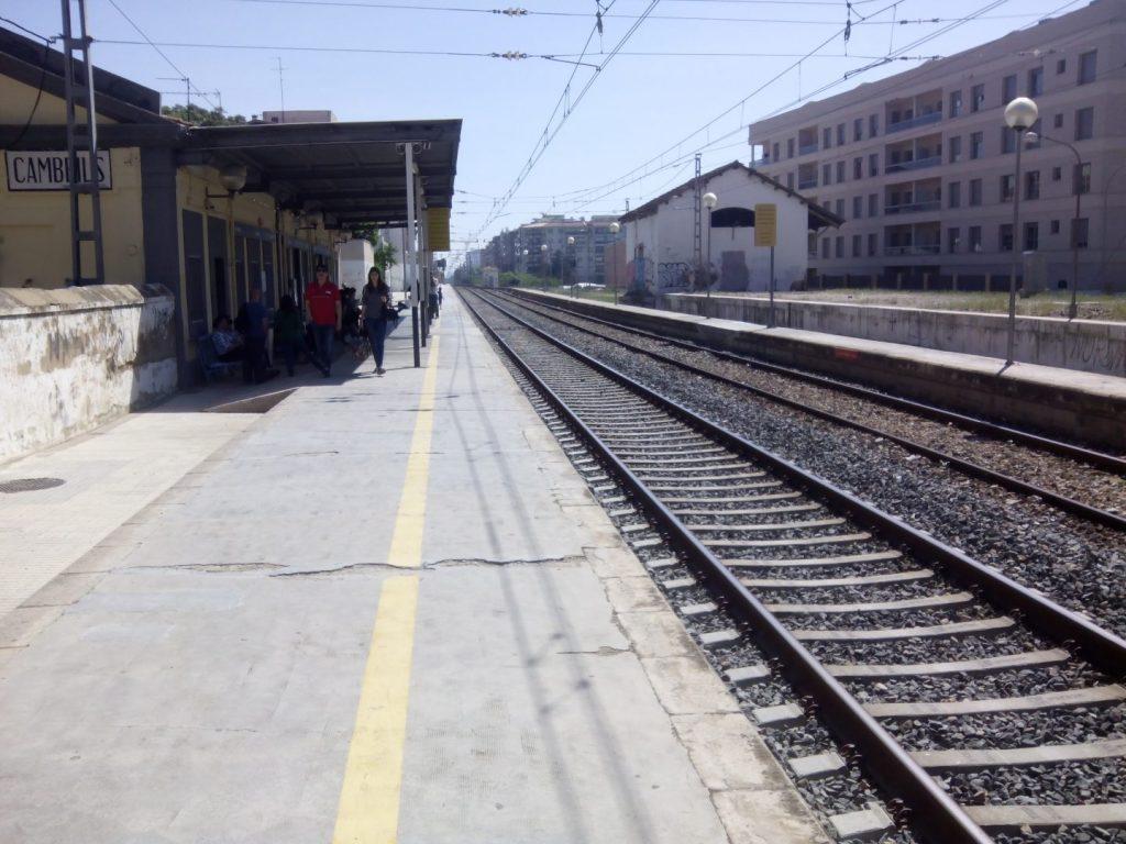 La estación antigua de Cambrils, que queda sin uso desde el 10 de enero. Foto: Alguma.