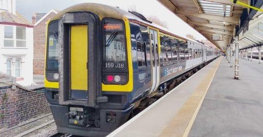 Los ferrocarriles británicos podrían nacionalizarse por el coronavirus