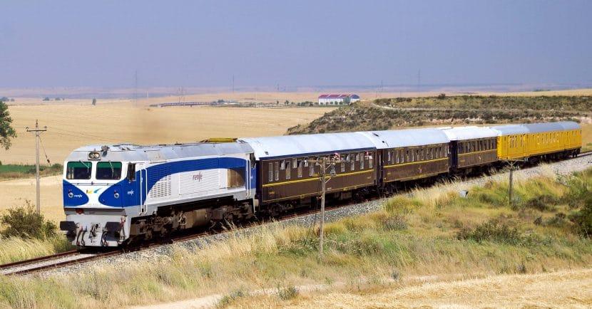 Tren especial fletado por la Plataforma para reivinidcar la reapertura de la línea. Foto (CC BY): André Marques