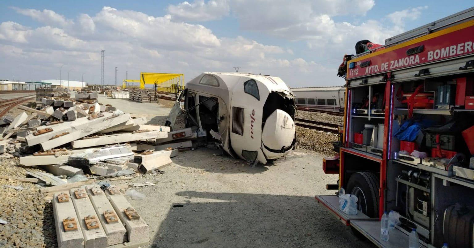 Imagen del Alvia Ferrol-Madrid descarrilado en La Hiniesta, divulgado por la Delegación del Gobierno de Castilla y León.
