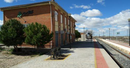 Estación de Ocaña, a la que se pide ampliar el servicio de Cercanías. Foto (CC BY SA): Malopez 21