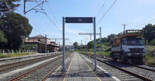 La estación de Tui, afectada por la electrificación de la conexión ferroviaria con Portugal, con la catenaria ya instalada. Foto: Adif