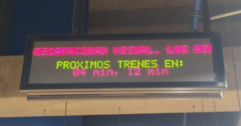 Intervalo de 8 minutos en la línea 4 a mediodía. Foto: Miguel Bustos.
