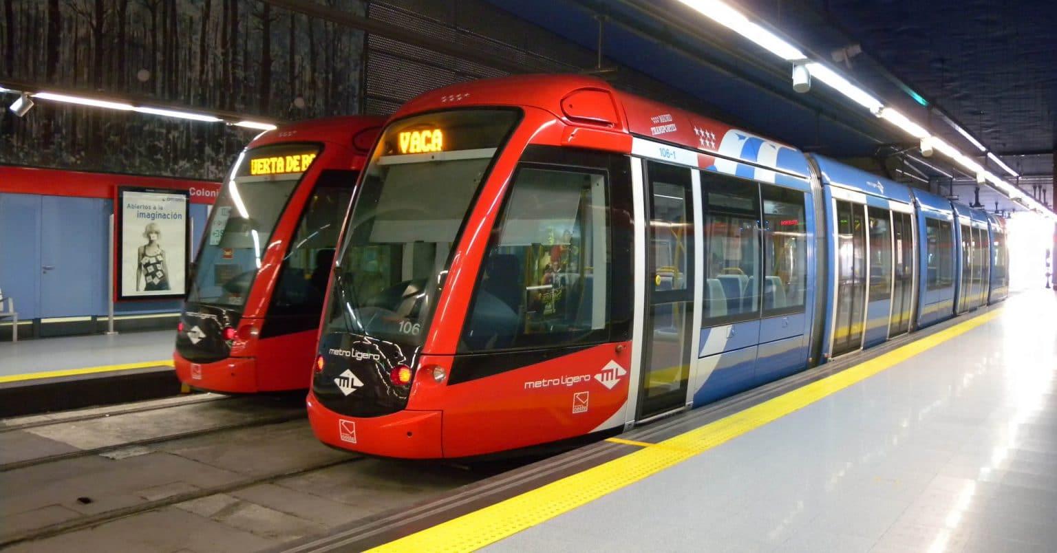 Tranvía Citadis de Alstom en Colonia Jardín, Madrid. Foto: Ricardo Ricote