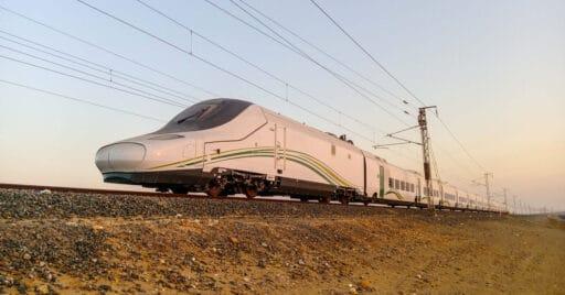 Tren de alta velocidad Hamarain fabricado por Talgo circulando por las proximidades de Jabba, Arabia Saudí. Foto (CC BY NC SA): Miguel Galán